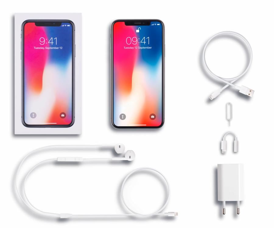 Apple iPhone X 64 GB zestaw OEM: iPhone, EarPods ze złączem Lightning, Przejściówka z Lightning na gniazdo słuchawkowe 3,5 mm, Przewód Lightning na USB, Zasilacz USB, Dokumentacja